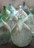 Alte italienische Korbflasche Lizenzfreies Stockfoto