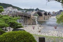 Alte japanische Holzbrücke Lizenzfreies Stockfoto