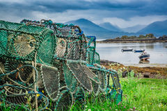 Alte Käfige für Hummer auf Ufer, Schottland Stockfoto