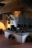 Alte Küche in einem Schloss des 13. Jahrhunderts Stockfotos