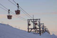 Alte Kabelbahn zur Kohle, die in Longyearbyen, Spitzbergen transportiert Stockfotos