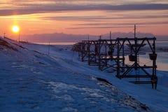 Alte Kabelbahn zur Kohle, die in Longyearbyen, Spitzbergen transportiert Lizenzfreies Stockfoto