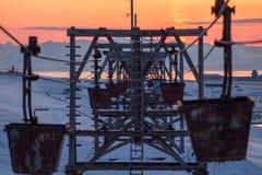 Alte Kabelbahn zur Kohle, die in Longyearbyen transportiert, Spitzbergen ( Stockfotos