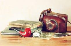 Alte Kamera, antike Fotografien und alte Tasche stoppen ab Lizenzfreie Stockbilder