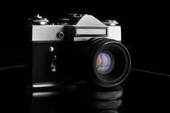 Alte Kamera. Getrennt im Schwarzen Stockfotos