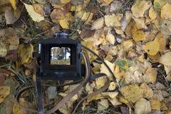 Alte Kamera im Fall stockfotos