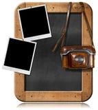 Alte Kamera mit Tafel und leeren Fotos stock abbildung