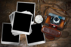 Alte Kamera und sofortige Foto-Rahmen Lizenzfreies Stockfoto
