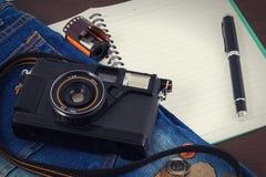 Alte Kamera, Weinlesekamera filmt populäres in der Vergangenheit Stockfotos
