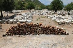 Alte Kanalisations-Rohre in alter Stadt Ephesus Stockbild