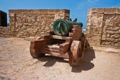 Alte Kanone auf verstärkter Wand in der portugiesischen Festung Sqala du Port in Essaouira, Marokko Stockfotos