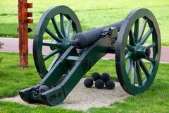 Alte Kanone mit Kernen Lizenzfreies Stockfoto