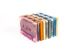 Alte Kassetten auf weißem Hintergrund Stockfoto
