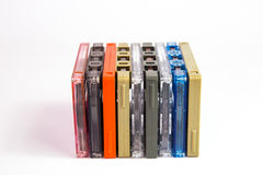 Alte Kassetten auf weißem Hintergrund Stockfotos