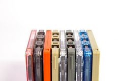 Alte Kassetten auf weißem Hintergrund Lizenzfreies Stockfoto