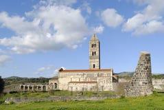 Alte Kathedrale in der Landschaft. Stockfotografie