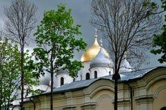 Alte Kathedrale St. Sophia in Veliky Novgorod, Russland am bewölkten Tag Lizenzfreie Stockbilder