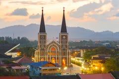 Alte katholische Kirche mit einem schönen Sonnenaufgang in Chantaburi-provi Stockfotos