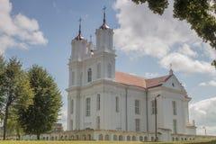 Alte, katholische Kirche in wenig Lettland-townw Dviete stockbild