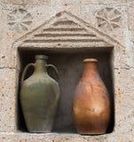 Alte keramische Töpfe Stockbild