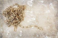 Alte Kette auf Schmutzhintergrund Stockfotografie