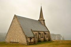 Alte Kirche auf die Klippe stockbilder