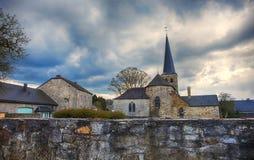 Alte Kirche Belgiens in Durbuy Stockfotografie
