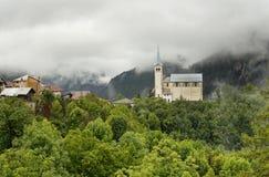 Alte Kirche in den Dolomit-Bergen Stockfoto