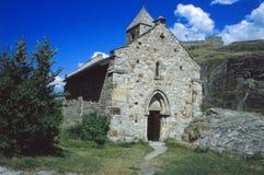 Alte Kirche in der Schweiz an einem sonnigen Tag Lizenzfreie Stockfotos