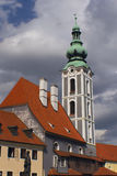 Alte Kirche in der Stadt Cesky Krumlov) Lizenzfreie Stockbilder