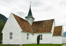 Kirche im Dorf alt, Norwegen Stockfotos