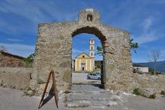 Alte Kirche im korsischen Dorf Sant-` Antonino Stockbild