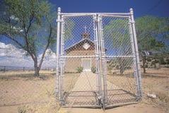 Alte Kirche im Nordnew mexico weg von Weg 84 in Yountville, New Mexiko Lizenzfreie Stockbilder