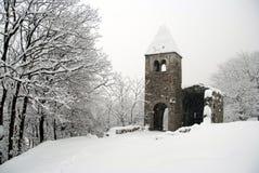 Alte Kirche im Schnee Lizenzfreie Stockfotos