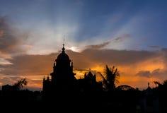 Alte Kirche im Sonnenuntergang Stockfotografie