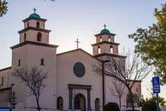 Alte Kirche mit zwei Hauben im Südwesten Stockfoto