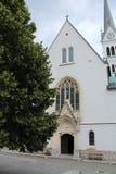 Alte Kirche am See geblutet Stockfotografie