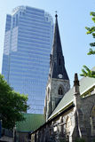 Alte Kirche u. moderner Wolkenkratzer, Montreal, Quebec, Kanada Stockfotografie