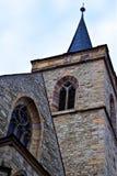 Alte Kirche und Turm Stockfoto