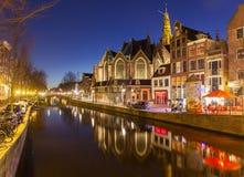 Alte Kirche von Amsterdam nachts Stockfotografie