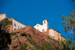 Alte Kirche von Mare de Deu de la Roca, nahe der Stadt von Montbrio Del Camp, Tarragona, Catalunya, Spanien Kopieren Sie Raum für Lizenzfreie Stockbilder