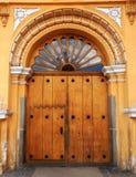 Alte Kirchen-Tür, Antigua Guatemala Lizenzfreies Stockfoto