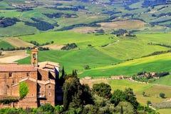 Alte Kirchen- und Bauernhoffelder in Montalcino-Stadt, ` Orcia, Tusc Val d Stockfotos