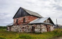 Alte klösterliche Badeanstalt von großen Steinen auf großer Solovetsky-Insel Lizenzfreie Stockfotos