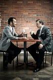 Alte Klage, Kaffee, zwei Männer Stockbild