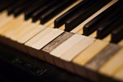 Alte Klaviertastatur Stockbild