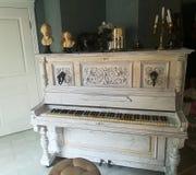 Alte Klaviertasten stockfoto