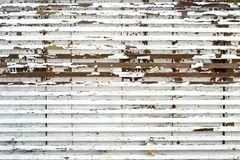 Alte kleine hölzerne Bretter mit der Schale der weißen Farbe Lizenzfreies Stockfoto