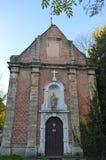 Alte kleine Kirche gelegen auf Putkapelstraat-Straße in Gent, Belgien am 5. November 2017 Lizenzfreies Stockbild