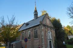 Alte kleine Kirche gelegen auf Putkapelstraat-Straße in Gent, Belgien am 5. November 2017 Stockfoto